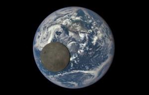 2015 08 06 _Terre-lune-photographiees-juillet-2015-satellite-dscovr